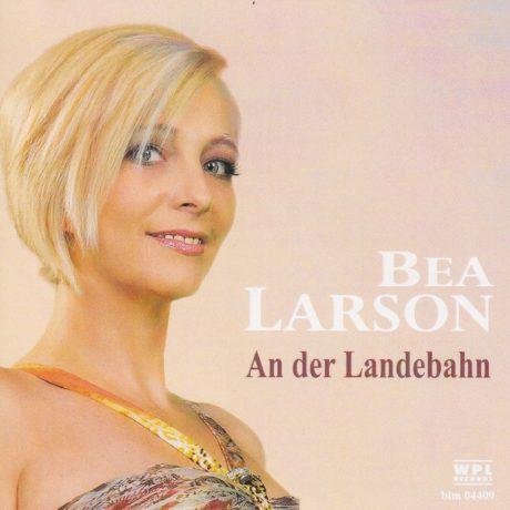 Bea Larson – An der Landebahn